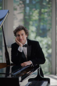 Thomas Torok teaches piano lessons in Toronto at Elite Music Academy